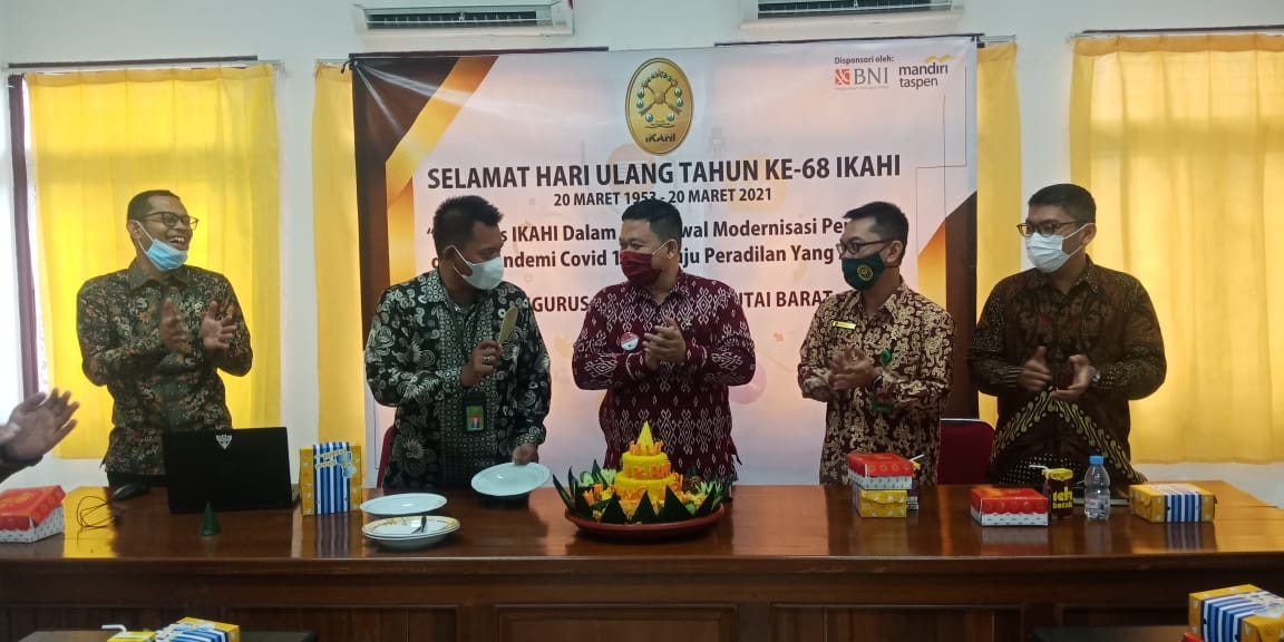 Acara Peringatan Hari Ulang Tahun Ke-68  IKAHI (IKATAN HAKIM INDONESIA) pada Lingkungan Pengadilan Negeri Kutai Barat Bersama Pengadilan Agama Sendawar